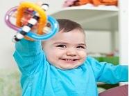 quá lạm dụng đồ chơi gặm nướu có thể làm trẻ bị răng hô, lệch hàm