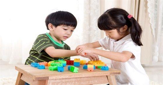 lựa chọn đồ chơi thông minh cho các bé từ 2-4 tuổi phát triển toàn diện